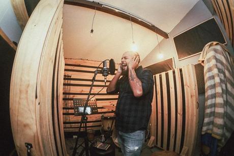 Pepe Cosme se inspira en Los Simpson para su nueva canción 'Préstame un sentimiento'
