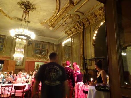 Un restaurante para sorprender a tu pareja en Berlín: Clärchens Ballhaus