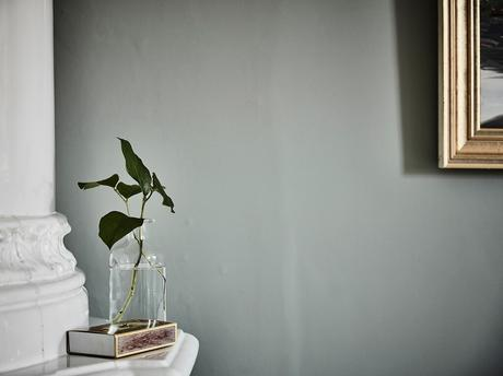delikatissen wallpaper walk-in closet design walk in closet papel de pared floral papel de pared klädkammare estilo escandinavo dormitorio nórdico dormitorio escandinavo diseño vestidor diseño dormitorios con vestidor decoración walkin closet decoración vestidor decoración interiores consejos vestidores armario nórdico