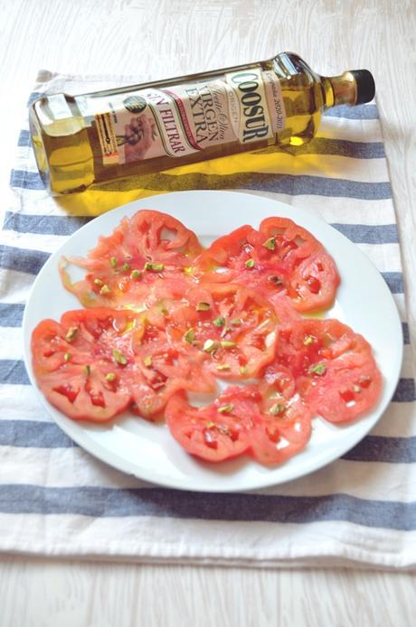 Carpaccio de tomate monterosa con pistachos