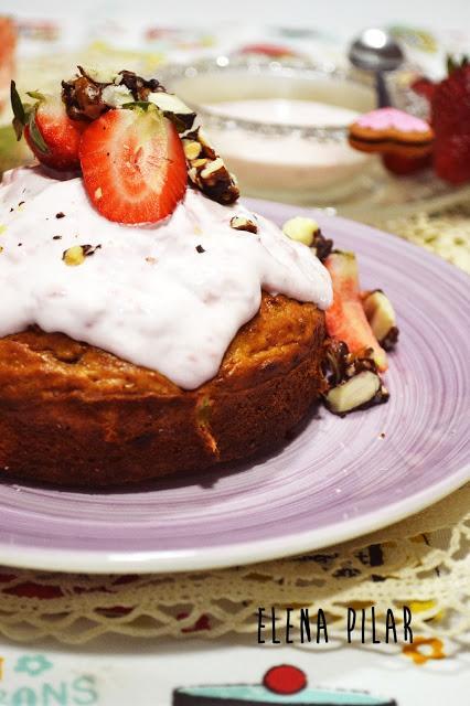 Pastel de fresas y yogur griego, sin azúcar ni edulcorantes
