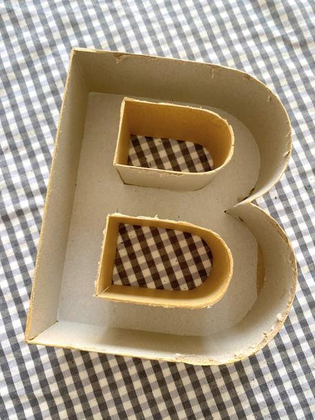 DIY: Letra de papel kraft con musgo