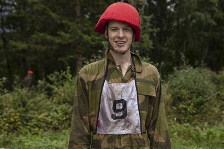 April 1996) er en norsk influenser fra stokke i vestfold. Dette er de nye «Kompani Lauritzen»-rekruttene - Popidol
