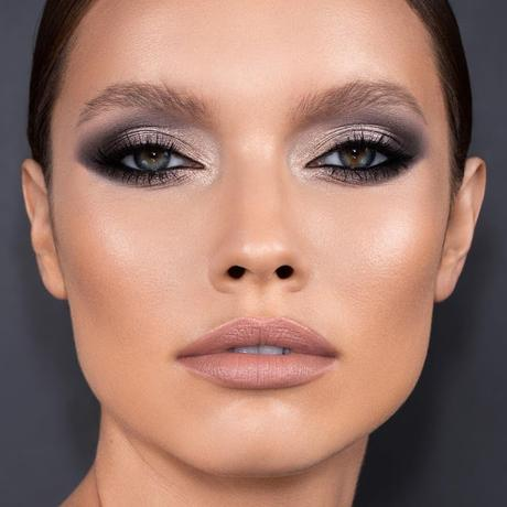 Foxy eyes vs sombras de colores, elige tu tendencia de maquillaje de ojos favorita