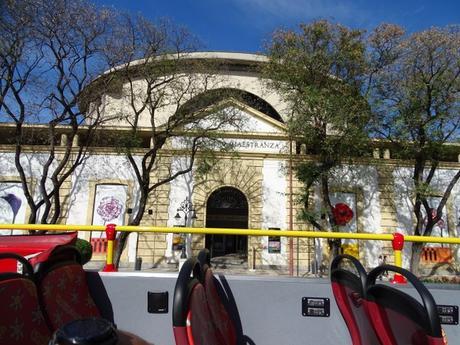 Un paseo de altura recorriendo Sevilla en autobus