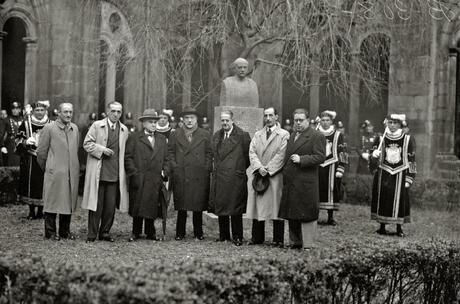 Inauguración_del_busto_de_Pío_Baroja_en_el_claustro_del_Museo_San_Telmo_(3_de_3)_-_Fondo_Car-Kutxa_Fototeka