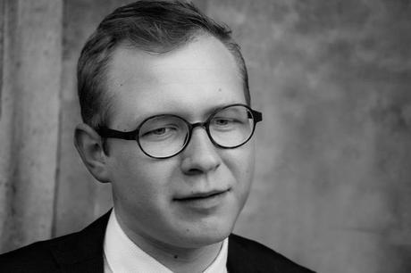 OPINIÓN Y ENTREVISTA A DIMAS PRYCHYSLYY POR NO HAY GACELAS EN FINLANDIA