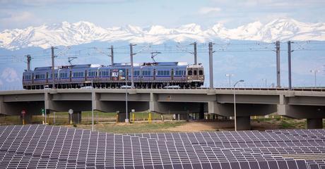 alternativas de paneles solares: se estudia ponerlos en los espacios vacíos de los aeropuertos 2