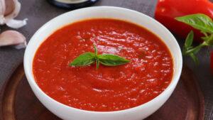 salsa de tomate casera con tomate natural