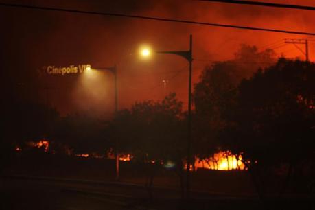 Incendio cerca de Plaza el Dorado causa alarma a potosinos