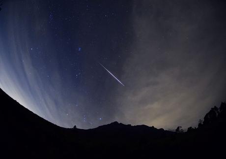 Hoy la Tierra está en el punto máximo de la corriente de escombros del cometa Halley, conocida como la lluvia de meteoros de las Eta Acuáridas