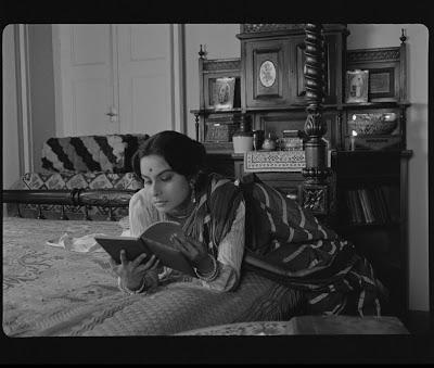 Charulata, la esposa solitaria; Soledad y pasión.