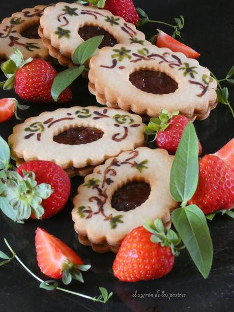 Galletas pintadas rellenas de Mermelada de Fresa