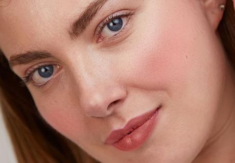colorete-saigu-cosmetics-modelo