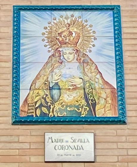 Madre de Sevilla coronada.
