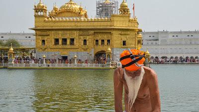 Sikh & Dagger & Golden Temple
