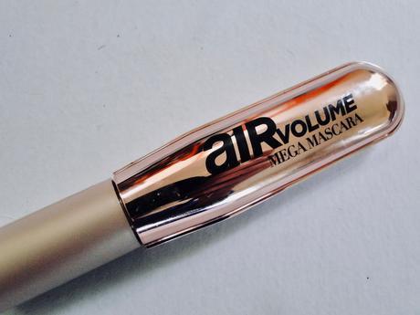 Air Volume Mega Mascara, pestañas con vuelo.