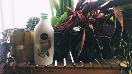 Probando Naturally Good de Nivea
