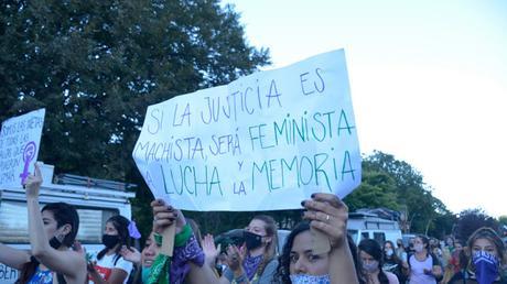 Denunció violencia género intendente despidió: tengo dónde pedir ayuda