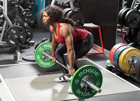 Quiana Welch realizando un levantamiento olímpico