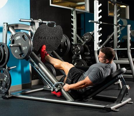 Elevación de pantorrillas con prensa de pierna con una sola pierna