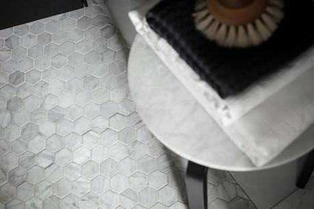 Minipiso con decoración en tonos blancos