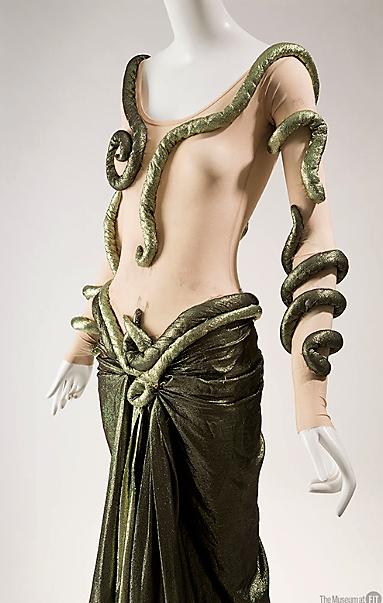 Halston, diseñando para la danza