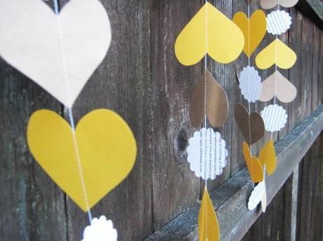Diy: Guirnalda de círculos y corazones de papel cosidos a máquina como fondo de tus fotos de boda