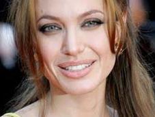 Angelina Jolie desmiente rumores boda