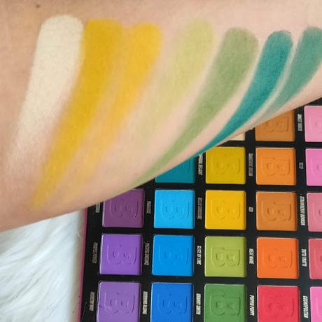Paleta Brigh Matte de 42 sombras de Beauty Bay 08