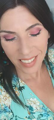 Paleta Bright Matte de 42 sombras de Beauty Bay: Reseña, swatches y looks con ella