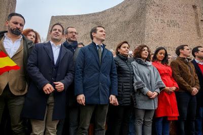 28 meses después, Vox, el PP y Cs vuelven a manifestarse en Colón, pero sin foto… ¿Es un éxito o un bluf?