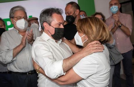 Los socialistas andaluces echan comida a la bestia Sánchez