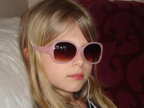 Proteger los ojos de los bebés y niños en verano
