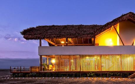 Casa Estilo Rustico en Condominio de Peru