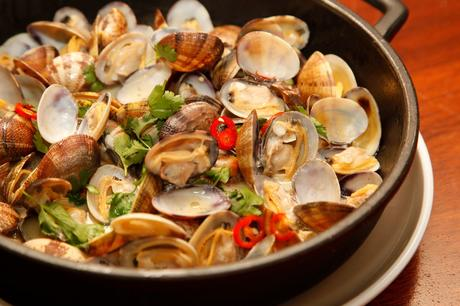 Almejas en salsa thai de Tejada Mar.