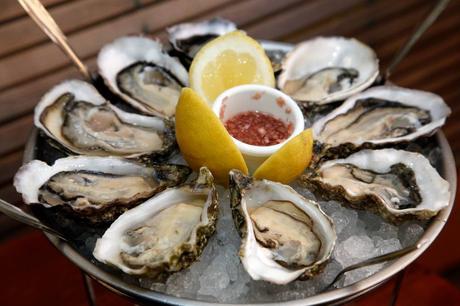 Ostras especial Sorlut con mignonette del restaurante marinero Tejada Mar.