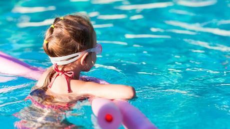 ¿Sabes explicar a los niñ@ porqué se arruga la piel en el agua?