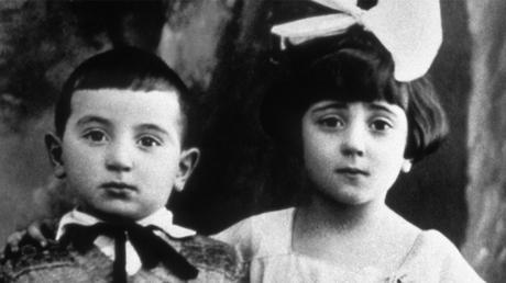 191016_Theatre_Aznavour_Archives-famille-Aznavour-Photographie-d'Aïda-et-Charles-en-1927_Theatres-de-la-Ville-de-Luxembourg_szenik