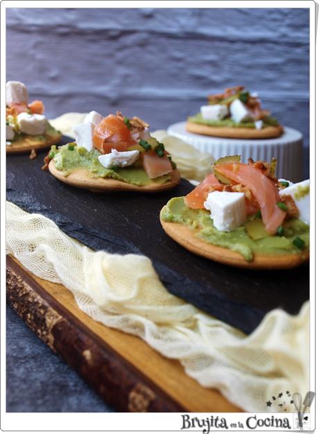 Tosta de guacamole y salmón