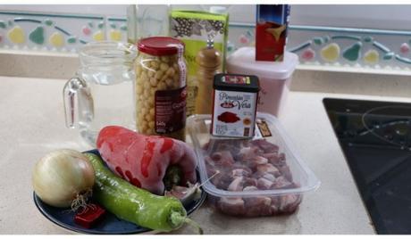 Los ingredientes necesarios para hacer la receta de garbanzos guisados con carne