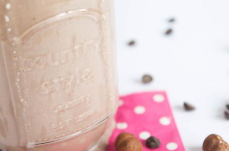 Milkshake de plátano, avellanas y chocolate