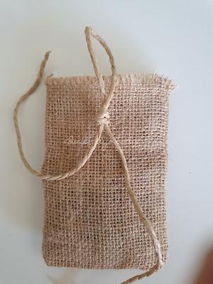 Cuerda de esparto sobre bolsa de yute