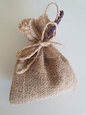 Bolsa de lavanda con flor preservada como remate