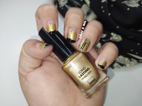 Diseño de uñas en negro y dorado