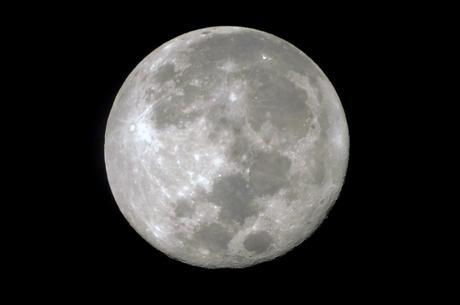 Bautizando la luna llena.