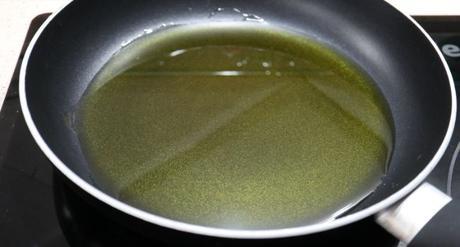 Ponemos la sartén con un poco de aceite para calentar