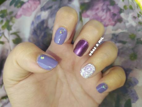 Diseño de uñas morado con flores