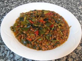 Lentejas guisadas con verduras y verdolagas