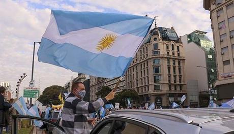 Argentina: Negocios regalan café, vino y cervezas para promover la inmunización contra el Covid